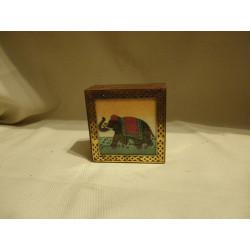 Boite éléphant / Inde - décor pierre gemme